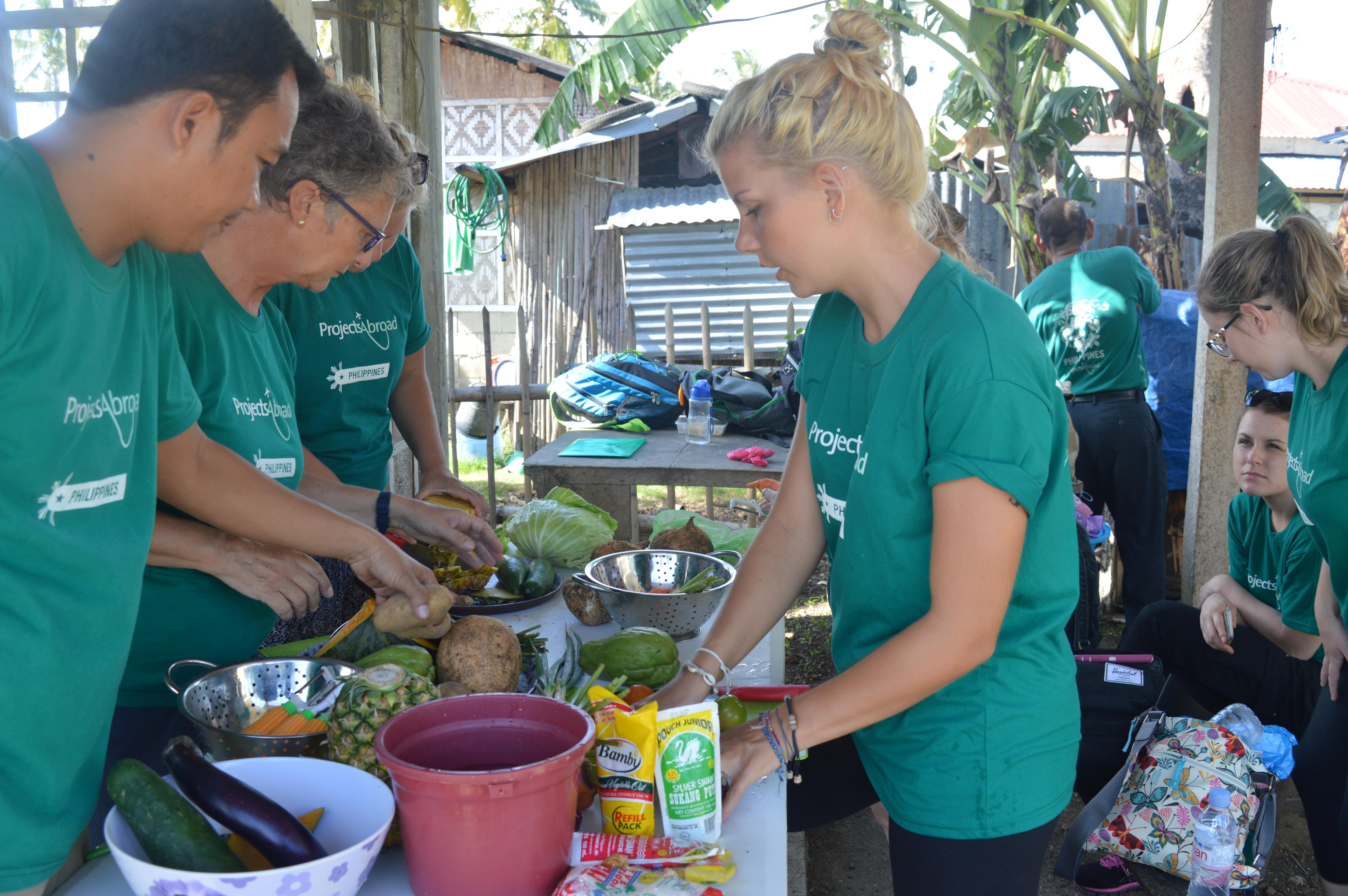 On the Projects Abroad Public Health Internship for teenagers in the Philippines, students prepare healthy foods for locals.